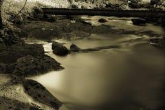 柔滑的水和石头 免版税图库摄影