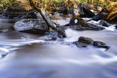 柔滑的水和石头 库存图片