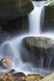 柔滑的水特写镜头在Salroc落,新罕布什尔 免版税库存图片