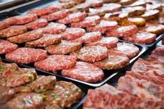 柜台与分类hamburguesa 免版税库存照片