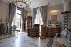 柜台在豪华旅馆里 免版税库存照片