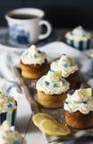 柠檬乳清干酪杯形蛋糕 免版税库存图片