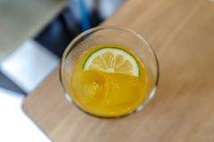 柠檬冰茶 免版税库存照片