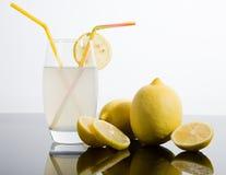 柠檬切了全部 免版税库存图片