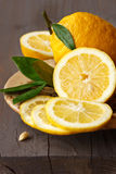 柠檬切了 库存图片