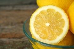 柠檬切了 库存照片