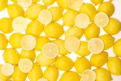 柠檬切全部 免版税库存照片