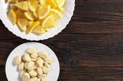 柠檬和大蒜 免版税库存照片