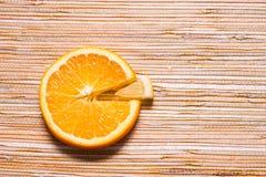 柠檬和桔子圆形统计图表  免版税库存照片
