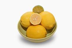 柠檬和石灰在白色背景 库存照片
