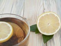 柠檬和茶 库存图片