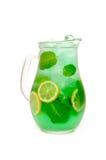 从柠檬和薄菏的新鲜的柠檬水 库存照片