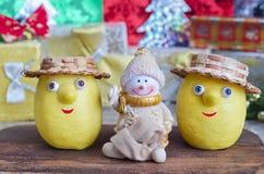 柠檬和雪人在圣诞节 库存照片