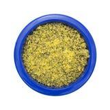 柠檬在一个蓝色碗的胡椒调味料 库存图片