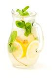 从柠檬姜和薄菏的新鲜的柠檬水 库存照片