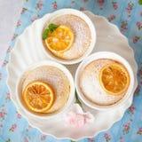 柠檬布丁蛋糕 免版税图库摄影