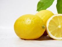 柠檬新鲜与果子图象的叶子 免版税库存图片