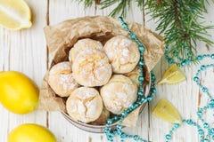 柠檬曲奇饼用搽粉的糖 一个可口自创点心 免版税库存图片