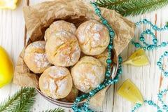柠檬曲奇饼用搽粉的糖 一个可口自创点心 库存照片