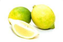 柠檬用丁香 免版税库存照片