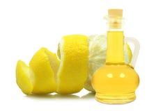 柠檬皮的油 免版税库存图片