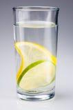 柠檬石灰水 库存照片