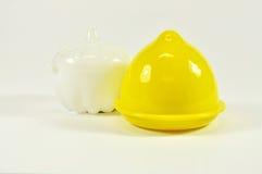 柠檬箱子和白色大蒜箱子 免版税图库摄影