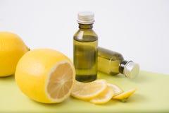 柠檬精华 免版税图库摄影