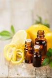 柠檬精油和柠檬果子 免版税图库摄影