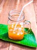 柠檬茶瓶子 库存图片