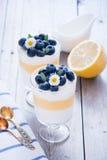 柠檬蓝莓点心 库存图片