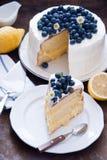 柠檬蓝莓蛋糕 免版税图库摄影
