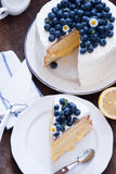 柠檬蓝莓蛋糕 免版税库存图片