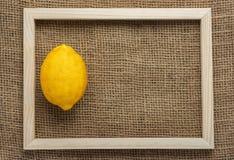 柠檬顶视图在大袋的 免版税库存图片