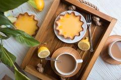 柠檬馅饼和咖啡 免版税库存图片