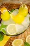 柠檬水冰流行音乐 库存照片