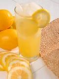 柠檬水在一个热的夏日II 图库摄影
