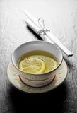 柠檬洗手指碗 免版税库存照片