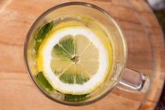 柠檬水水罐 免版税库存照片