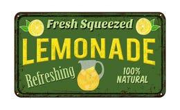 柠檬水葡萄酒生锈的金属标志