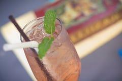 柠檬水被冰的一杯 在下午的汁液苏打 图库摄影