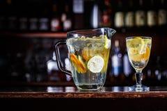 柠檬水coctail饮料 免版税库存照片