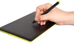 查出供以人员现有量画在片剂的一支笔 免版税库存图片