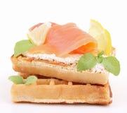 查出的三文鱼奶蛋烘饼 库存图片