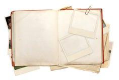 查出的书反对空白老超出的照片 免版税库存照片