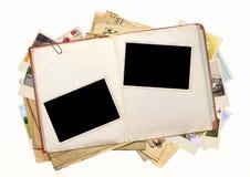 查出的书反对空白老超出的照片 免版税库存图片