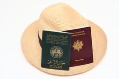 查出的二顶护照和巴拿马草帽 库存图片