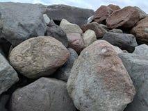 查出的例证反对堆岩石 图库摄影