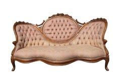 查出的古色古香的豪华桃红色织品沙发。 免版税库存图片