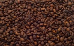 查出的咖啡豆 免版税库存图片